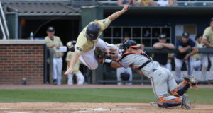 Yellow Jackets Loses In Final Home Game Of The Year 10-9